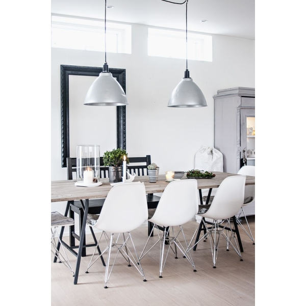 Style green dsr eiffel chair cult uk for Chaise eames eiffel