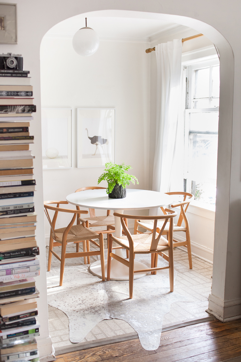 How to choose the right dining chairs - Dining chairs for a round table: Hans J Wegner wishbone chairs