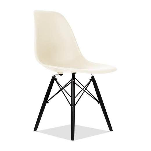 Charles Eames Off White DSW Chair